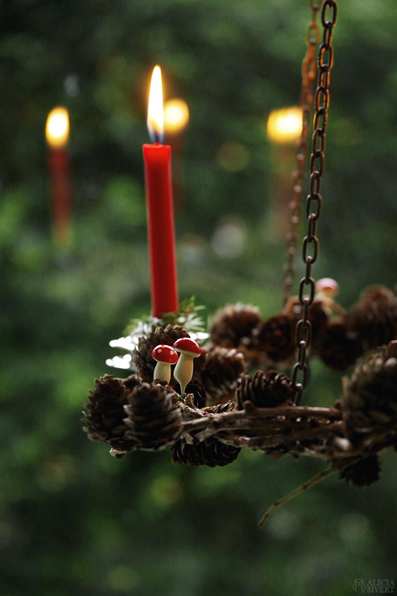 DIY Krans av lärk - bind kransar utan stomme eller ståltråd! Steg för steg-beskrivning med video och tips, av Alicia Sivertsson - www.aliciasivert.se / binda kransbindning lärkkrans do it yourself jul julpynt hållbar jul hållbarhet handgjort handgjord jul skapa skapande julpyssel stämning pynta ljus ljuslykta ljuskrona takkrona