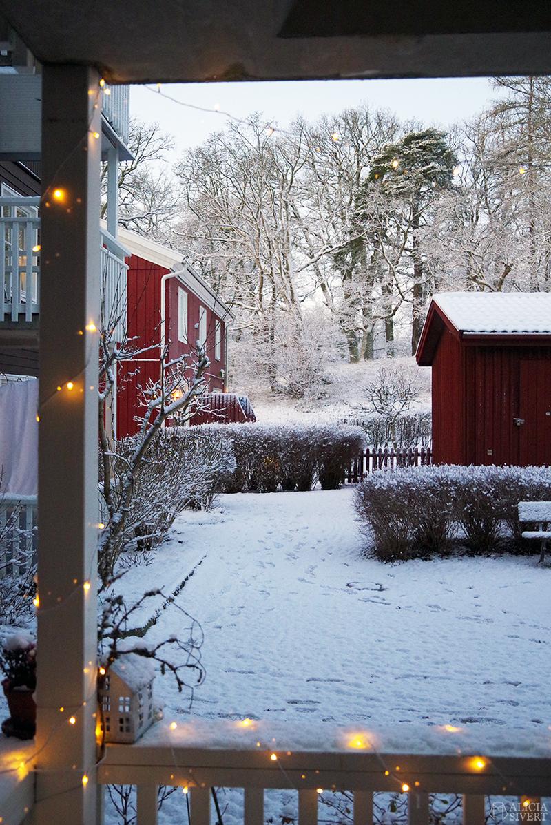 Snö på innergården, julen 2019 - www.aliciasivert.se