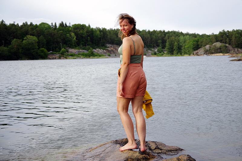 Rosa shorts med mönstrade fickor, sydda i återbruksmaterial av Alicia Sivertsson efter mönster av Ethel Jonsson. www.aliciasivert.se Sybingo 20 2020 Sybingo20 Sypeppen återbruk remake sy egna kläder byxor rosa gult