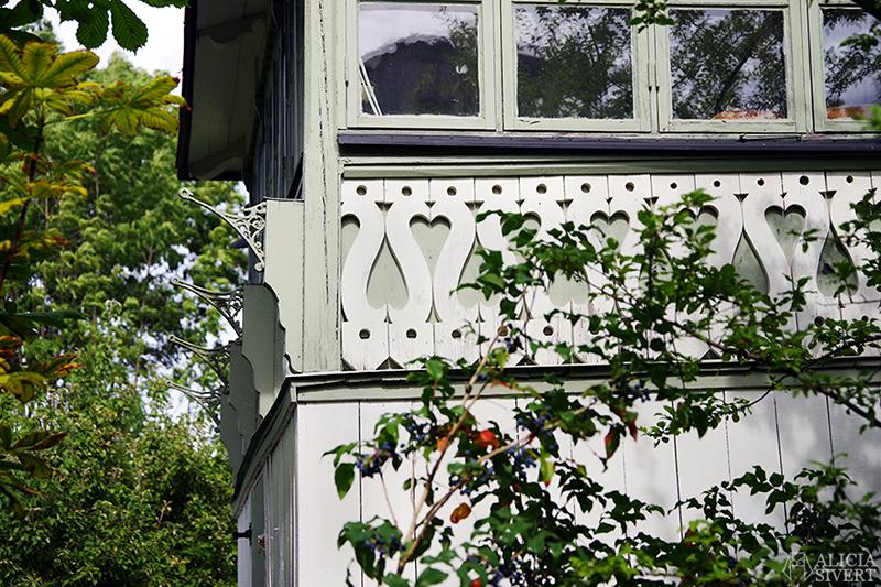 Vaxholm, foto av Alicia Sivertsson - www.aliciasivert.se // hus inspiration husinspiration inspirerande gulliga gamla detaljer detalj snickarglädje
