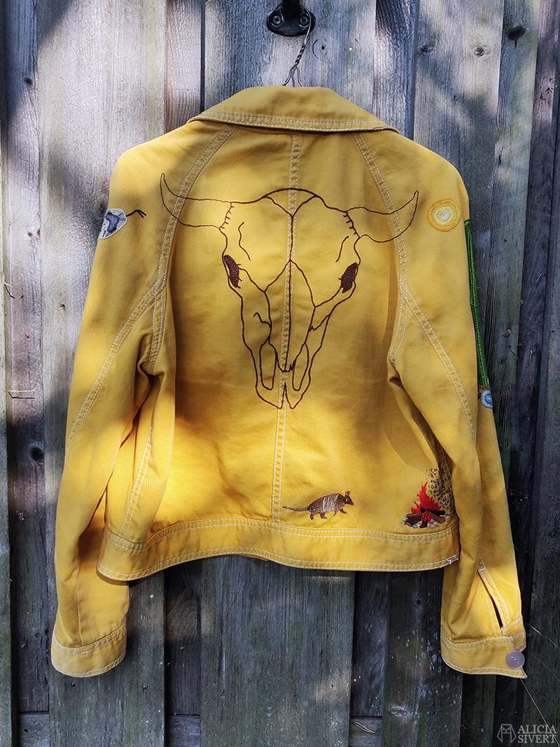 Broderad bisonskalle på gula västernjackan, broderad jacka av Alicia Sivertsson - www.aliciasivert.se