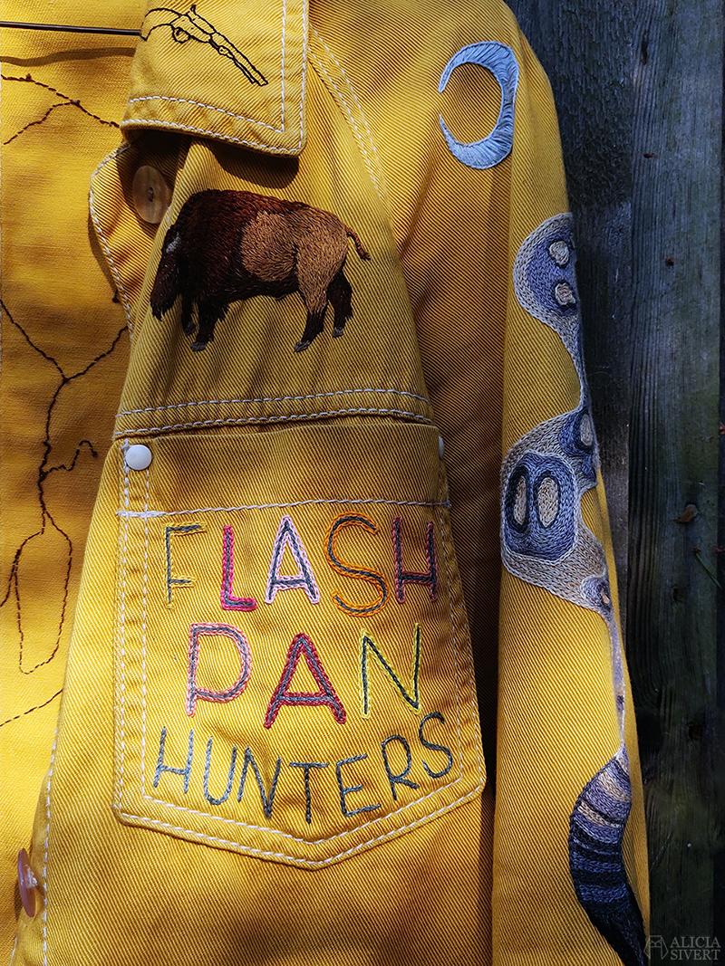 Flash Pan Hunters i kedjestygn på gula västernjackan, broderad jacka av Alicia Sivertsson - www.aliciasivert.se