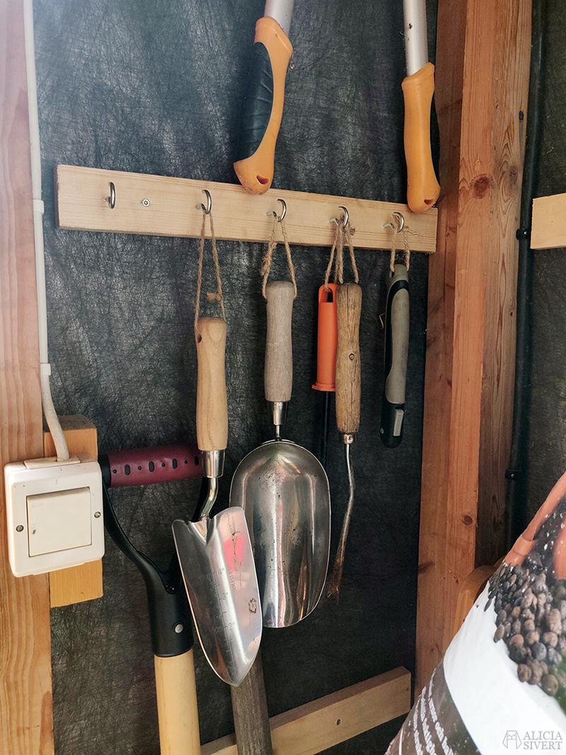 Fixa förrådet med krokar - www.aliciasivert.se
