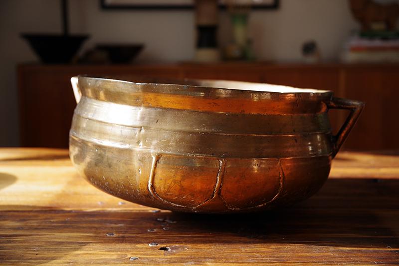 Auktionsfynd från slagauktion med Gustavsbergs auktionskammare, september 2021. Gryta, kittel, vinkylare, kruka, skål i malm, mässing eller liknande material, 1700-tal