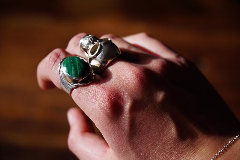 Auktionsfynd från slagauktion med Gustavsbergs auktionskammare, september 2021. Silverring med malakit silver ring