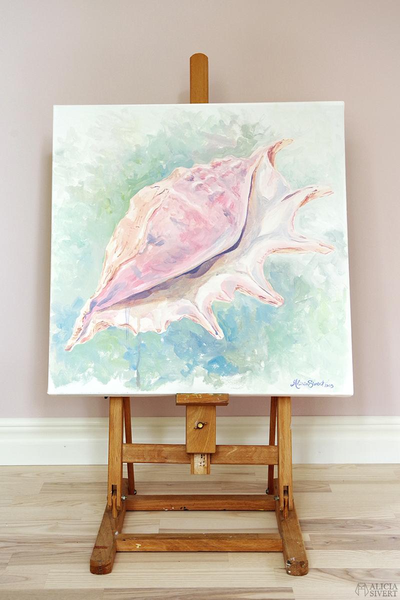 Lambis, snäcka målad i akryl av Alicia Sivertsson - www.aliciasivert.se